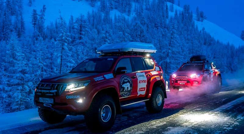 В экспедиции принимают участие Toyota Hilux и Toyota Land Cruiser Prado