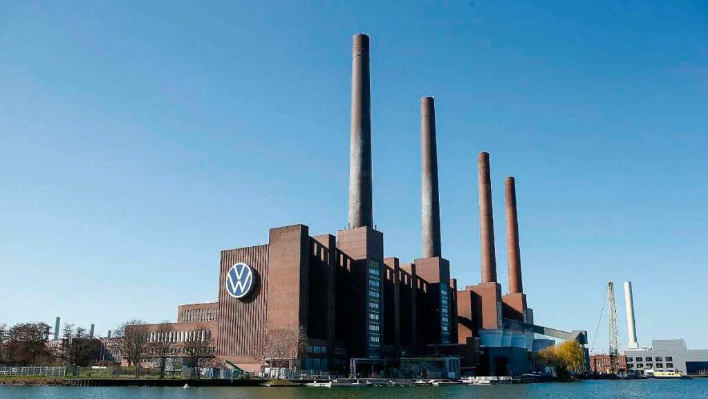 Самый большой завод на Земле. Предприятие Фольскваген в Вольфсбурге.