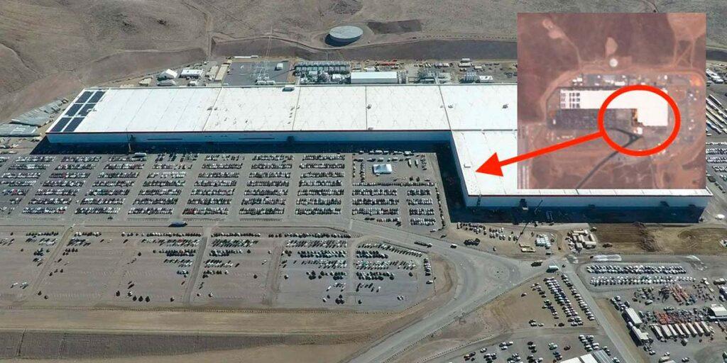Гигафактори Тесла в Неваде. Вся крыша будет покрыта солнечными панелями.