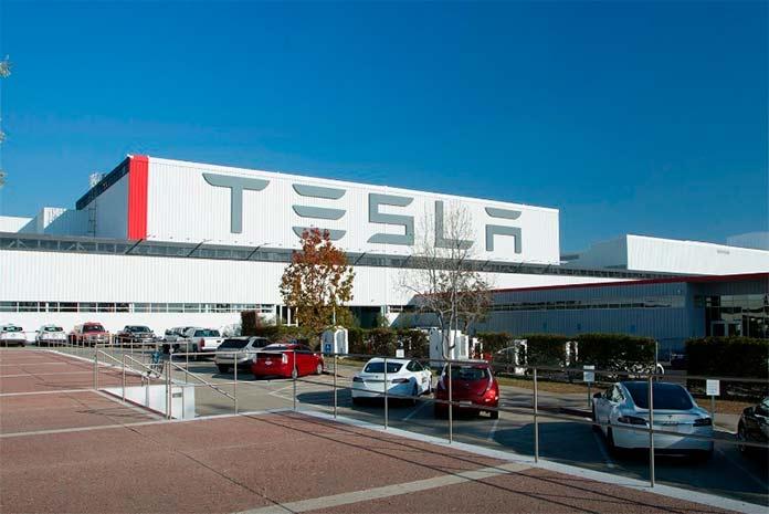 В настоящий момент компания Тесла является - топ 1 в мире по продаже и производству чистых электромобилей