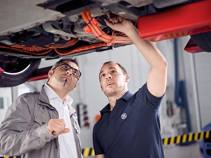 ZF Aftermarket поддерживает СТО, работающие с электромобилями, поставляя им широкий ассортимент запасных частей под брендами Lemförder, Sachs и TRW