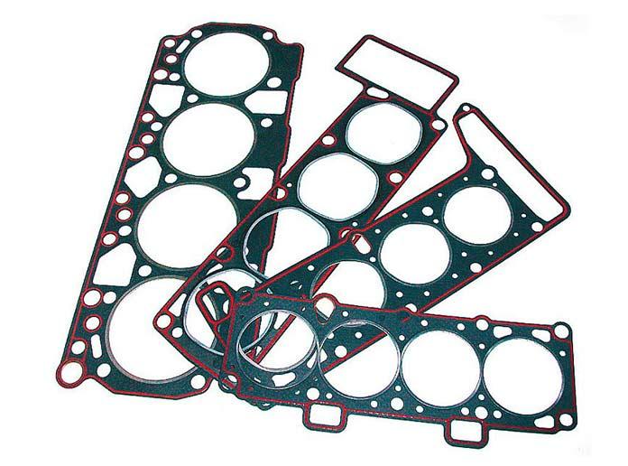 Прокладка ГБЦ – это не просто деталь, а целая система, многослойная конструкция. Чтобы она обеспечила герметичность, крепеж головки блока необходимо затягивать в строгой последовательности и только динамометричеcким ключом